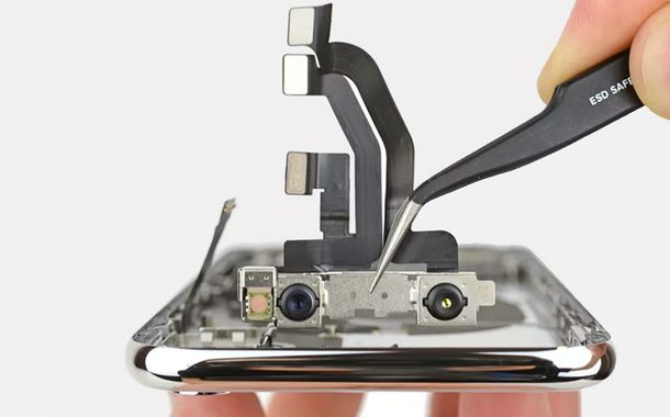 iPhone X Goes Through iFixit