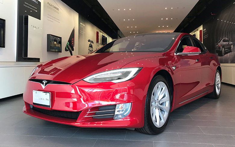 Tesla in Autopilot sped up before crash - Police report
