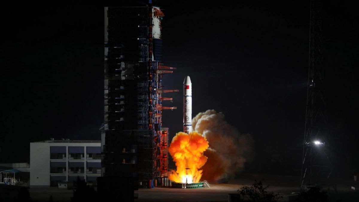 China Launches 3 Satellite