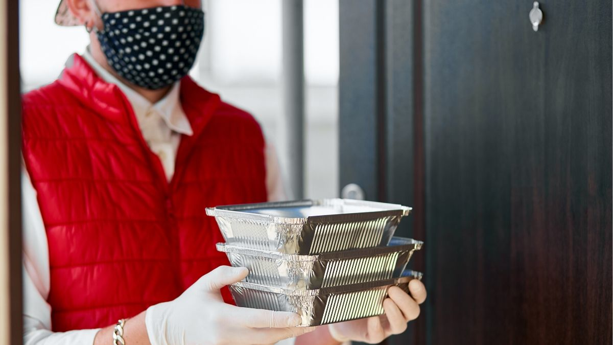 Indian-Americans distribute free meals