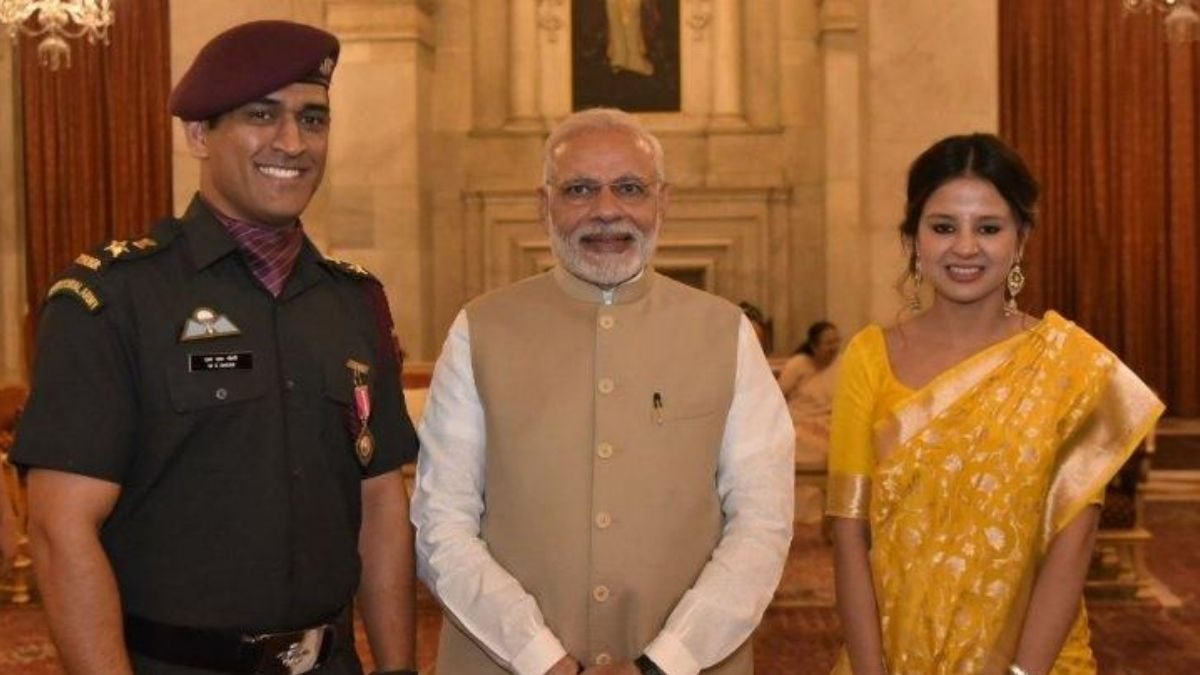 PM Modi With Dhoni And His Wife