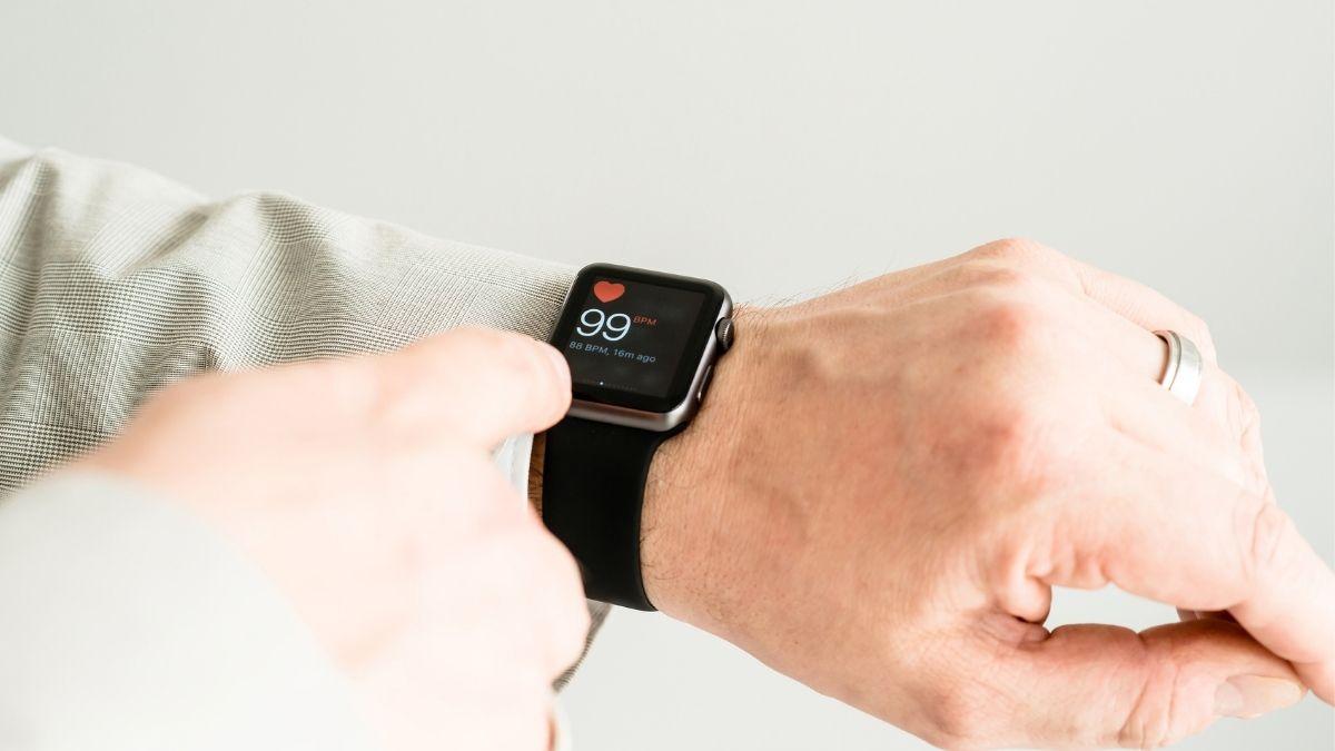 Apple Watch SE Time flies event