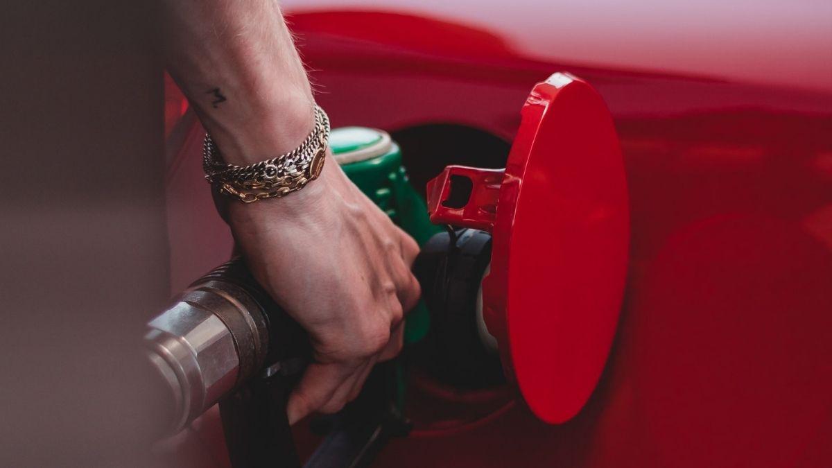 Fueling Vehicle