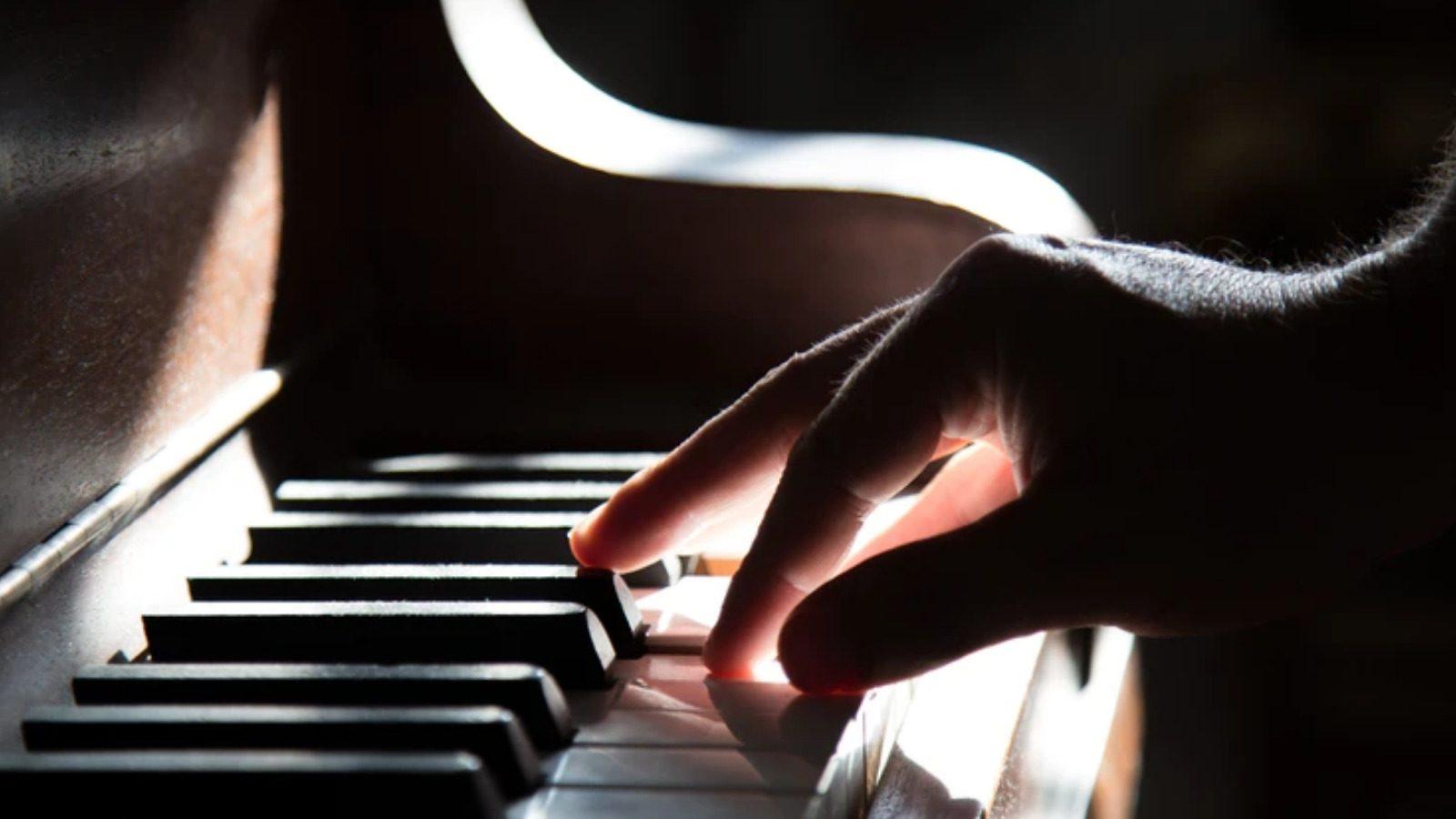 Learn Piano WhiteHat Jr